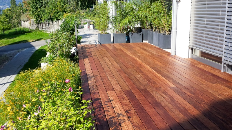 Einfache Holzterrasse